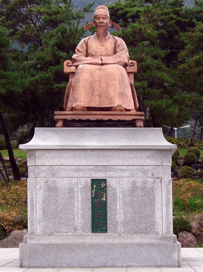 충북 제천의 도담삼봉 앞에 세워진 삼봉 정도전의 동상.(사진자료: 위키디피아에서 갈무리)